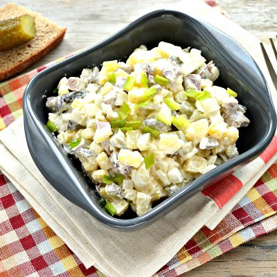 Мясной салат с картофелем и солеными огурцами - рецепт с фото