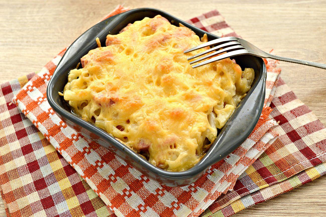 Запеканка из макарон с сосисками и сыром в духовке