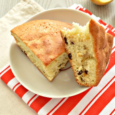 Быстрый яблочный пирог с изюмом - рецепт с фото