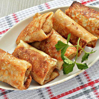 Блинчики, фаршированные сыром и курицей - рецепт с фото