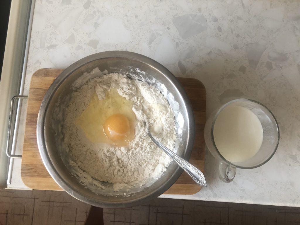 Фото рецепта - Наливной пирог с капустой (на кефире) - шаг 2