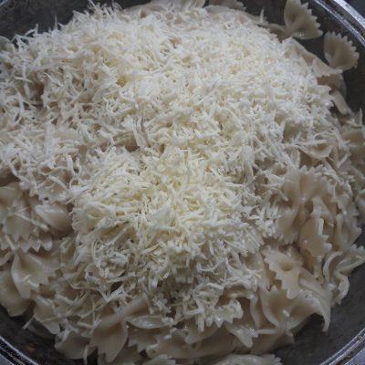 Фото рецепта - Паста с колбасными изделиями - шаг 6
