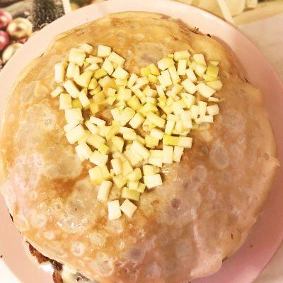 Блинный тортик с яблоками и сгущенным кремом - рецепт с фото