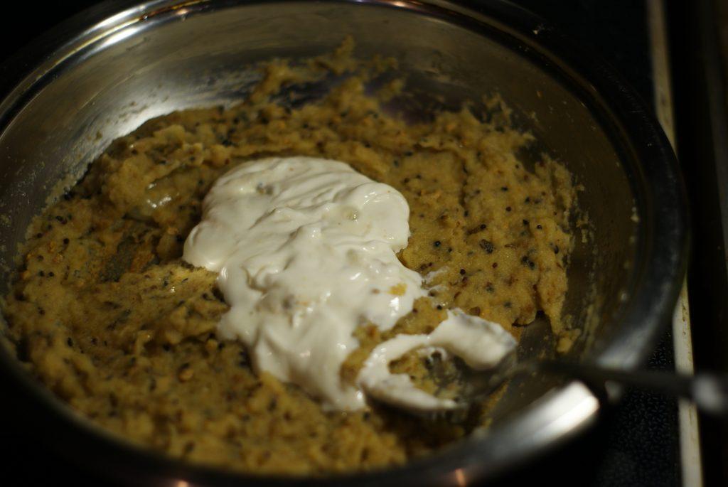 Фото рецепта - Запеченная говядина со сливками и яблоками в горшочке - шаг 6