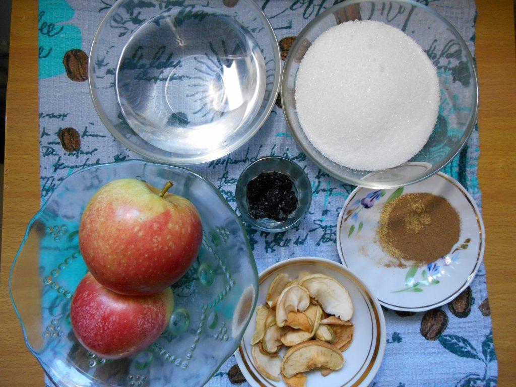 Фото рецепта - Яблоки в карамели с имбирем и изюмом - шаг 1