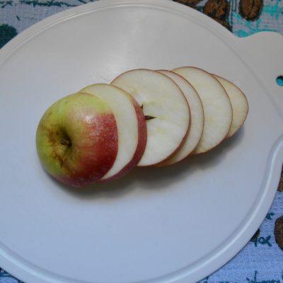 Фото рецепта - Яблоки в карамели с имбирем и изюмом - шаг 5