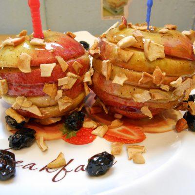 Фото рецепта - Яблоки в карамели с имбирем и изюмом - шаг 6
