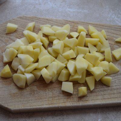 Фото рецепта - Вкуснейший суп с куриными фрикадельками, картофелем и сухариками - шаг 2