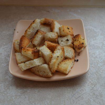 Фото рецепта - Вкуснейший суп с куриными фрикадельками, картофелем и сухариками - шаг 6