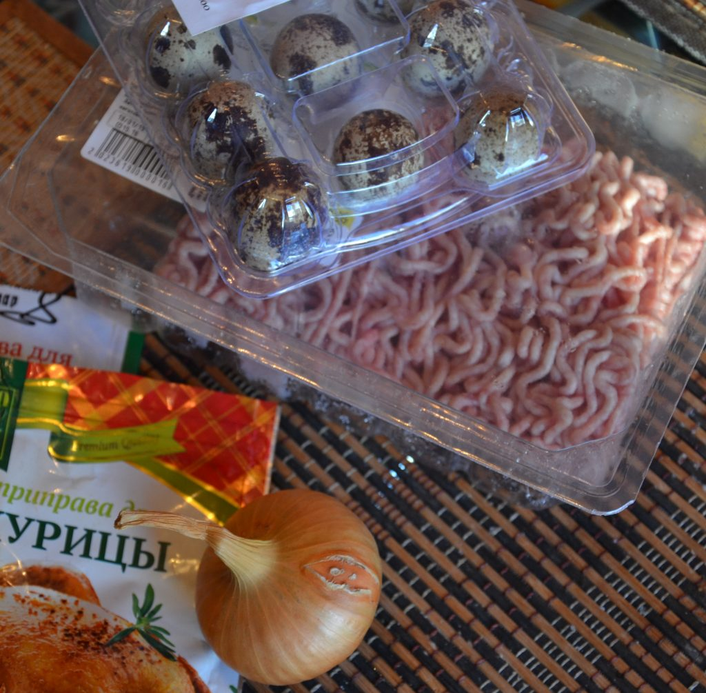 Фото рецепта - Запеченные мясные гнезда с яйцом (котлеты) - шаг 1