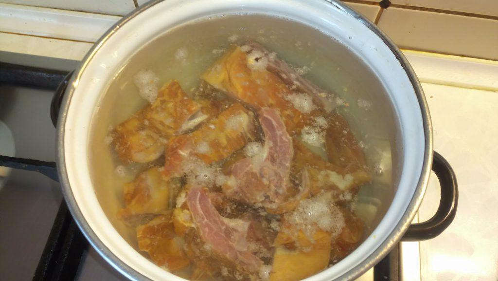 """Фото рецепта - Гороховый суп с копченными свиными ребрами """"Любимый"""" - шаг 2"""
