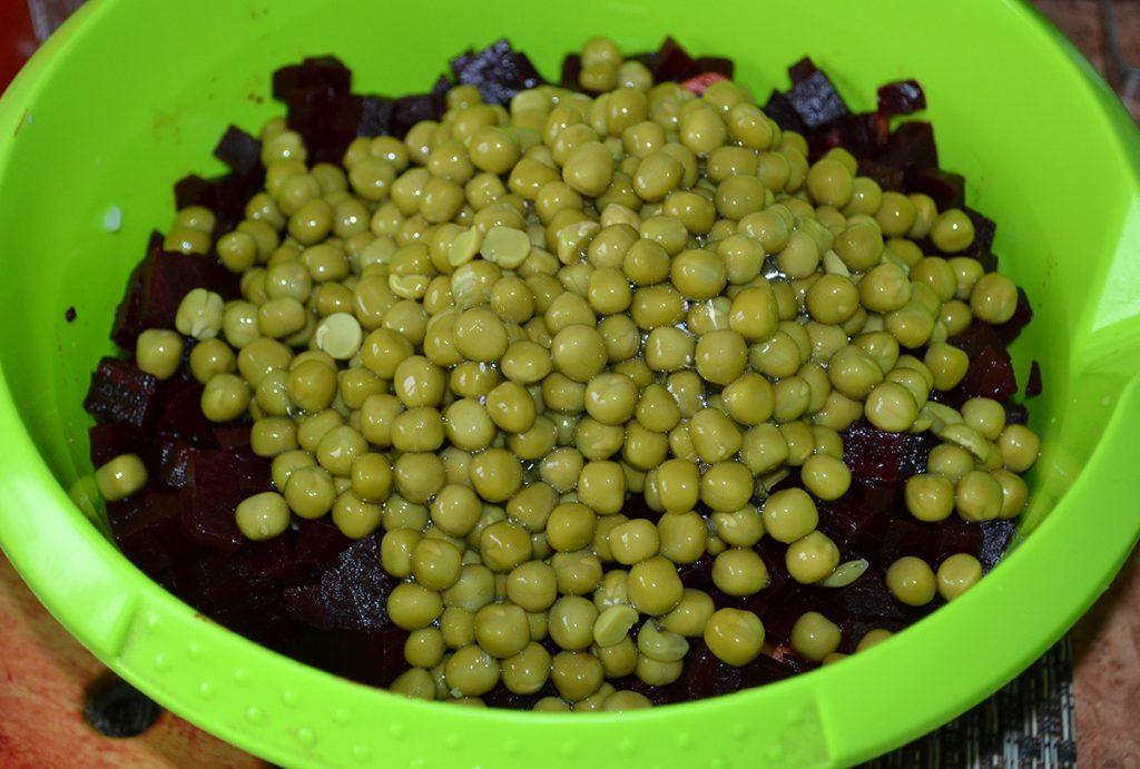 Фото рецепта - Классический салат Винегрет - шаг 4