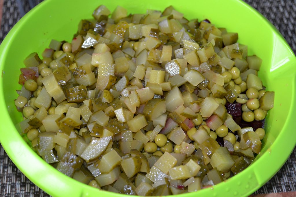 Фото рецепта - Классический салат Винегрет - шаг 5
