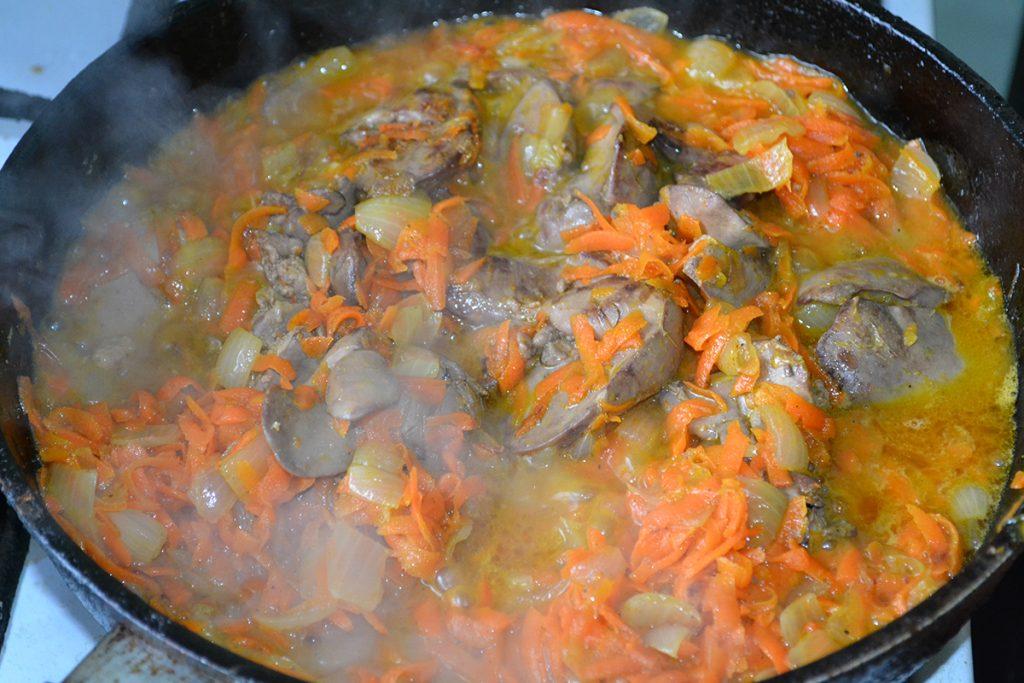 Фото рецепта - Паштет из куриной печени с овощами - шаг 4