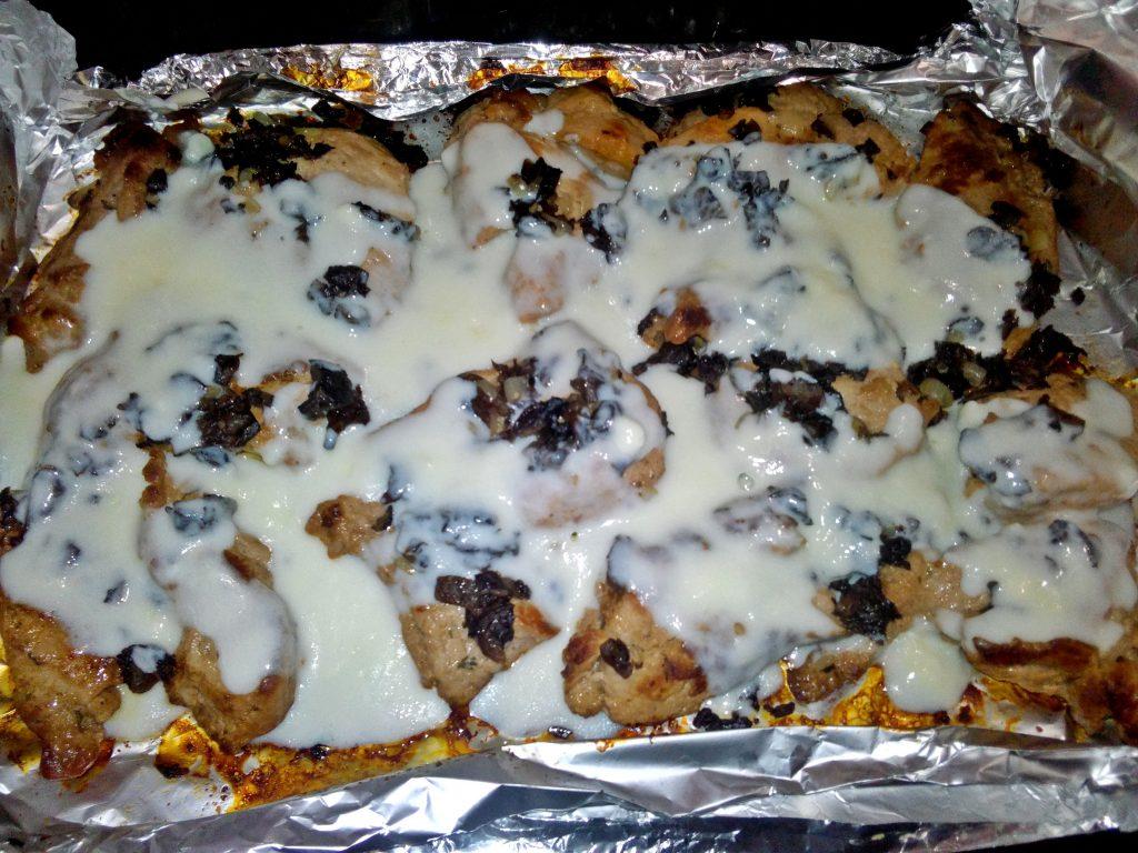 Фото рецепта - Свинина с грибами, запеченная в маринаде под сливочным соусом - шаг 5