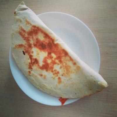 Фото рецепта - Кесадилья с курицей, томатами и перцем - шаг 5