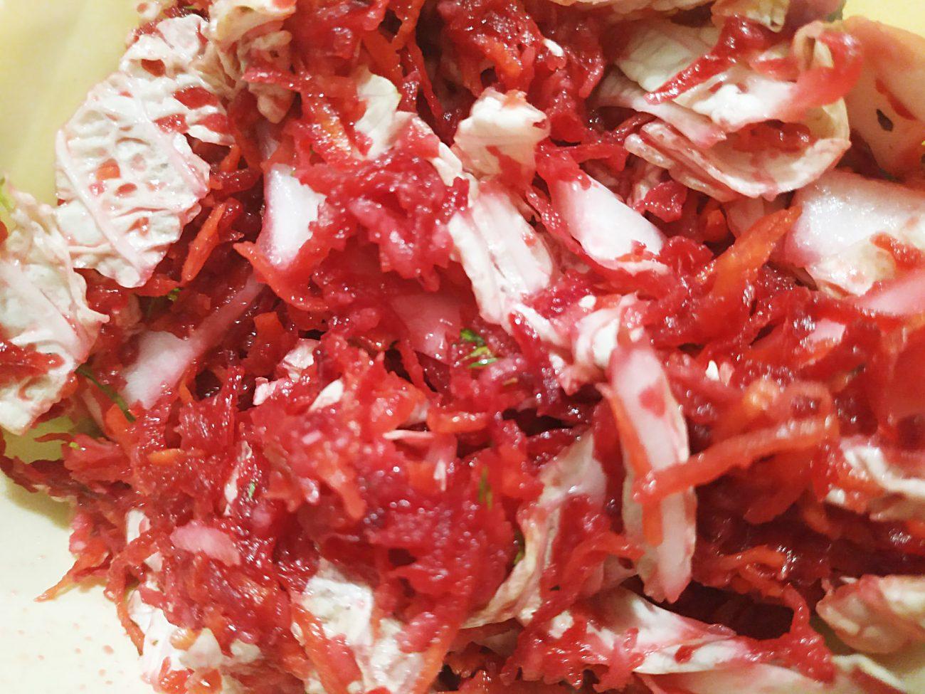 "Салат ""Щётка"" из свеклы, моркови, яблока и капустки"