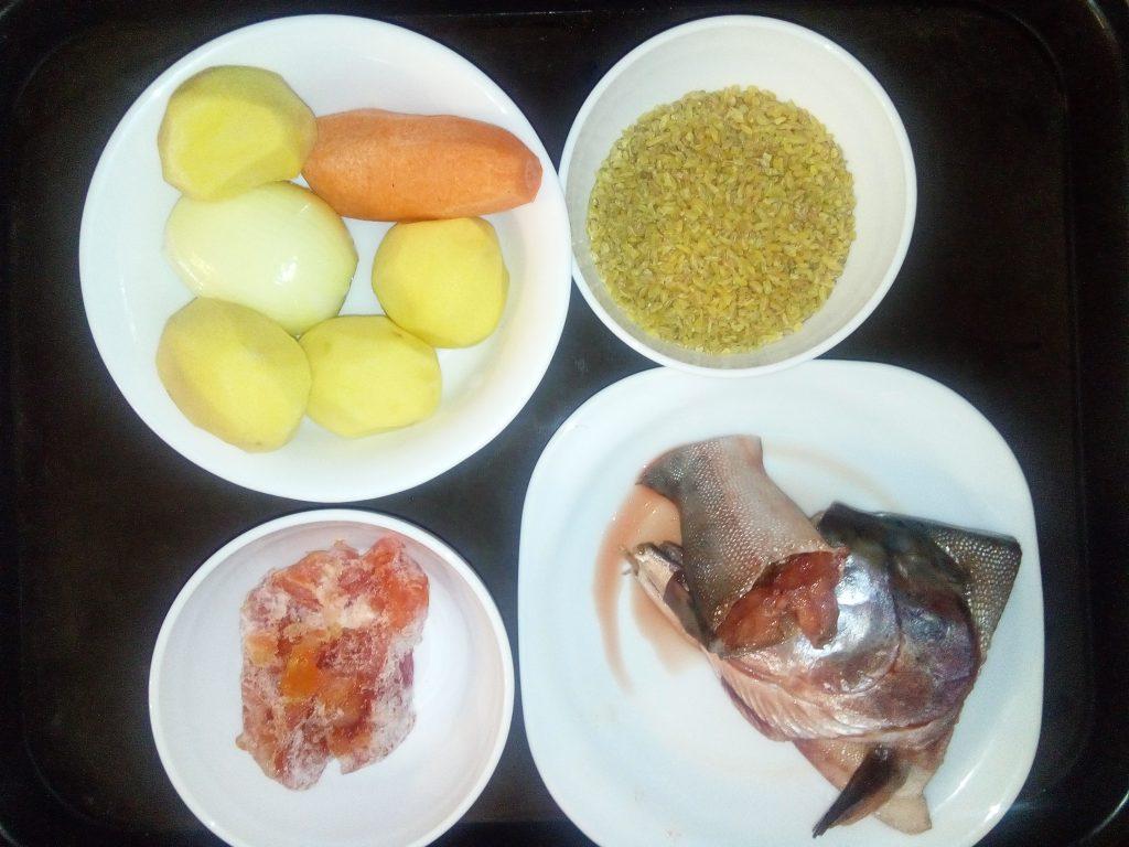 Фото рецепта - Томатный рыбный суп с булгуром - шаг 1
