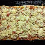 Фото рецепта - Пицца с домашней колбасой, беконом и маринованными черри - шаг 10