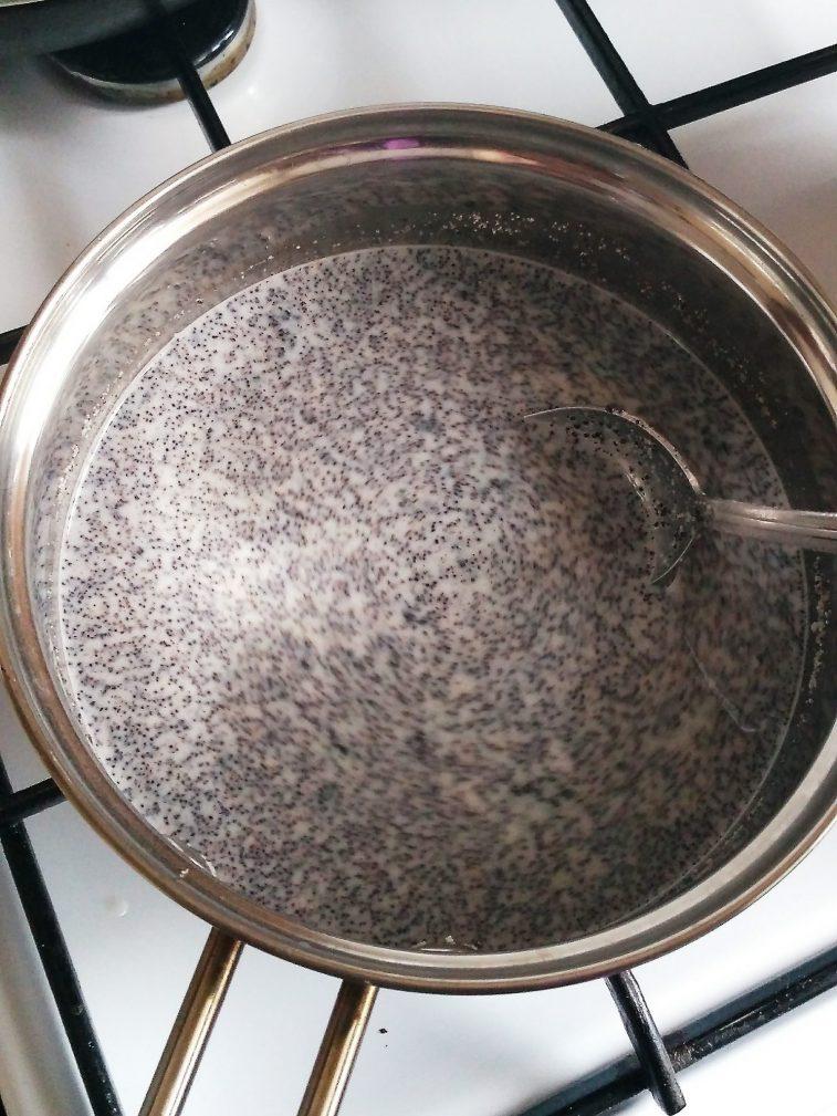 Фото рецепта - Пирог со сметанно-маковой начинкой из песочного теста - шаг 4