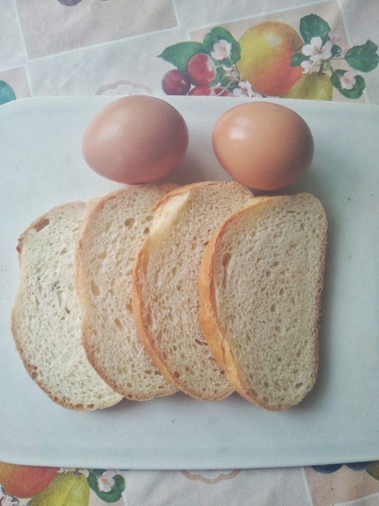 Фото рецепта - Гренки с яйцом на завтрак - шаг 1