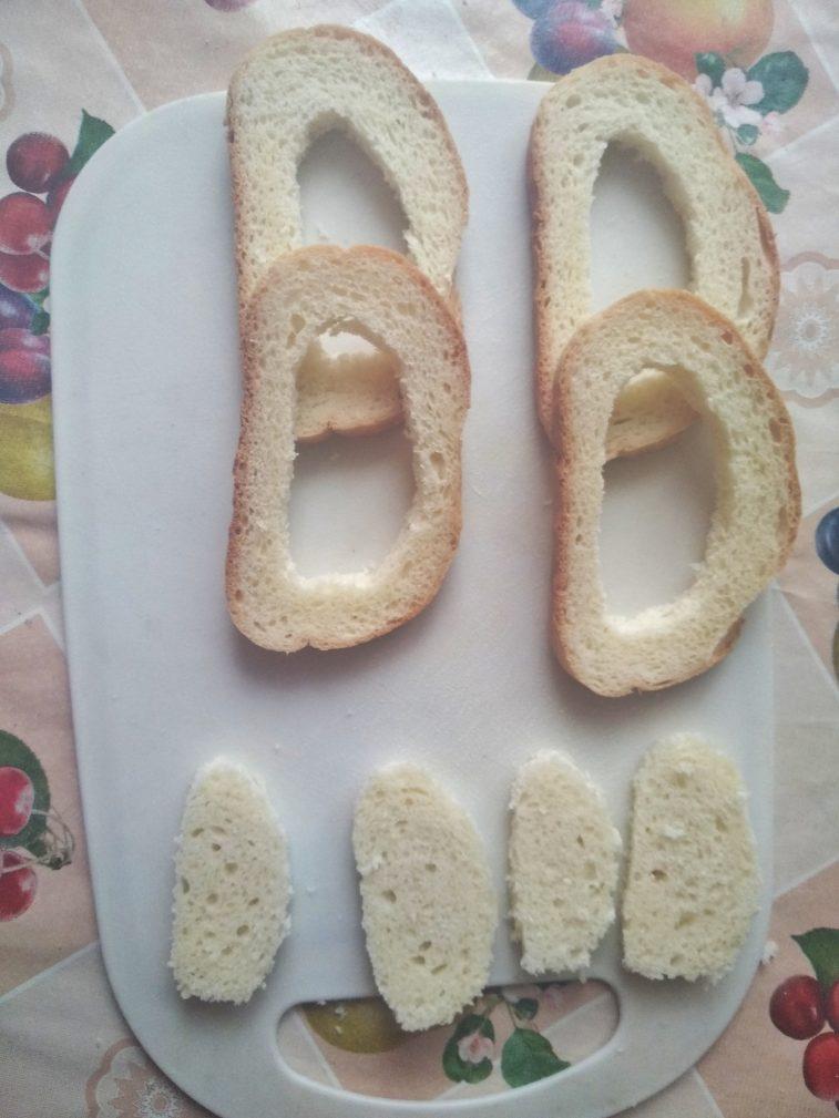 Фото рецепта - Гренки с яйцом на завтрак - шаг 2