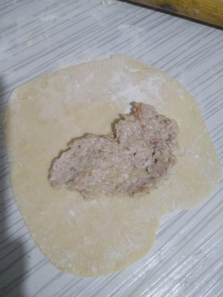 Фото рецепта - Чебуреки с мясом на водочке и кефире - шаг 5