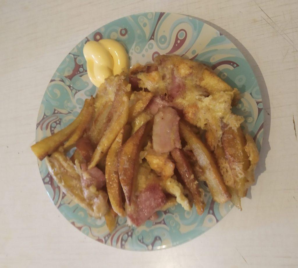 Фото рецепта - Омлет с картошкой и грудинкой на сковороде - шаг 6