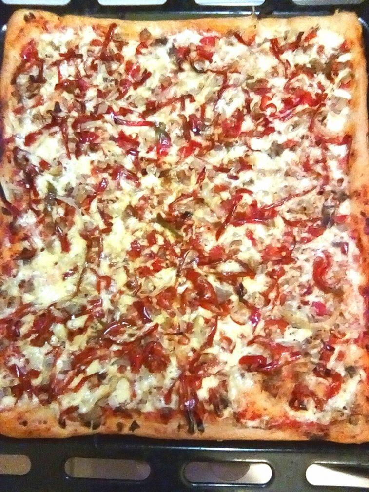 Фото рецепта - Очень тонкая и вкусная пицца - шаг 5