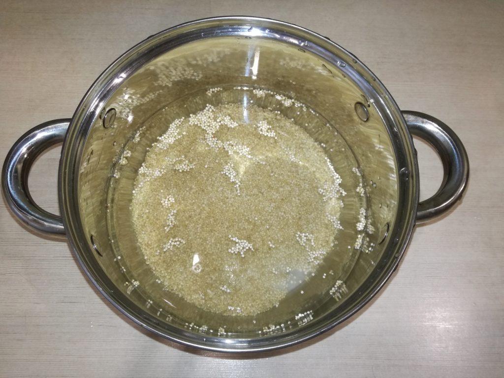 Фото рецепта - Тёплый салат с курицей и киноа - шаг 2
