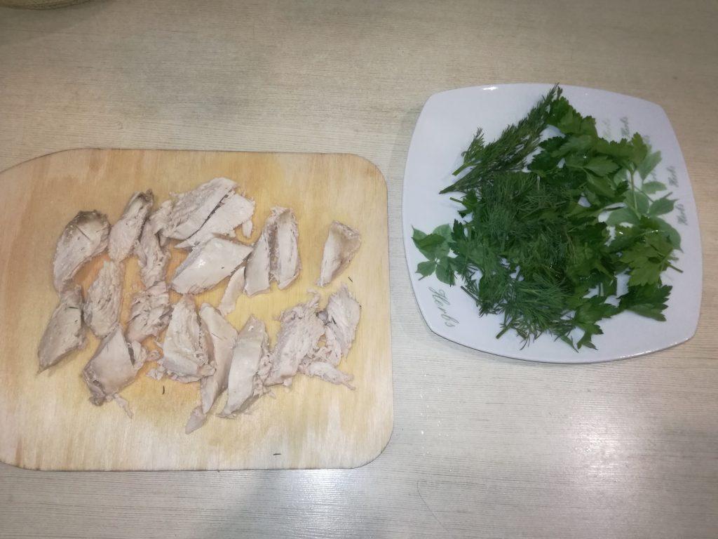 Фото рецепта - Тёплый салат с курицей и киноа - шаг 4