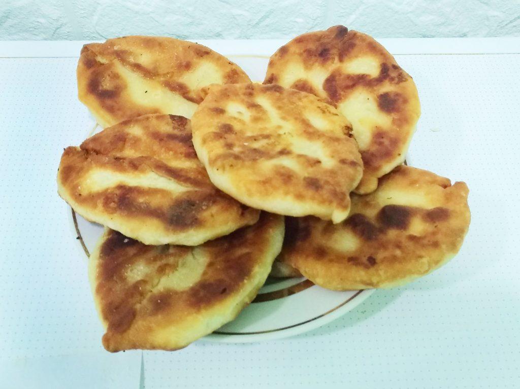 Фото рецепта - Вкусные пирожки на кефире с картошкой - шаг 5