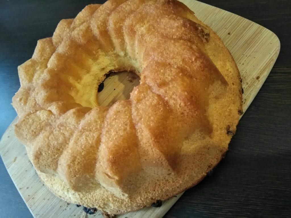 Фото рецепта - Бисквитный кекс с изюмом и корицей - шаг 5