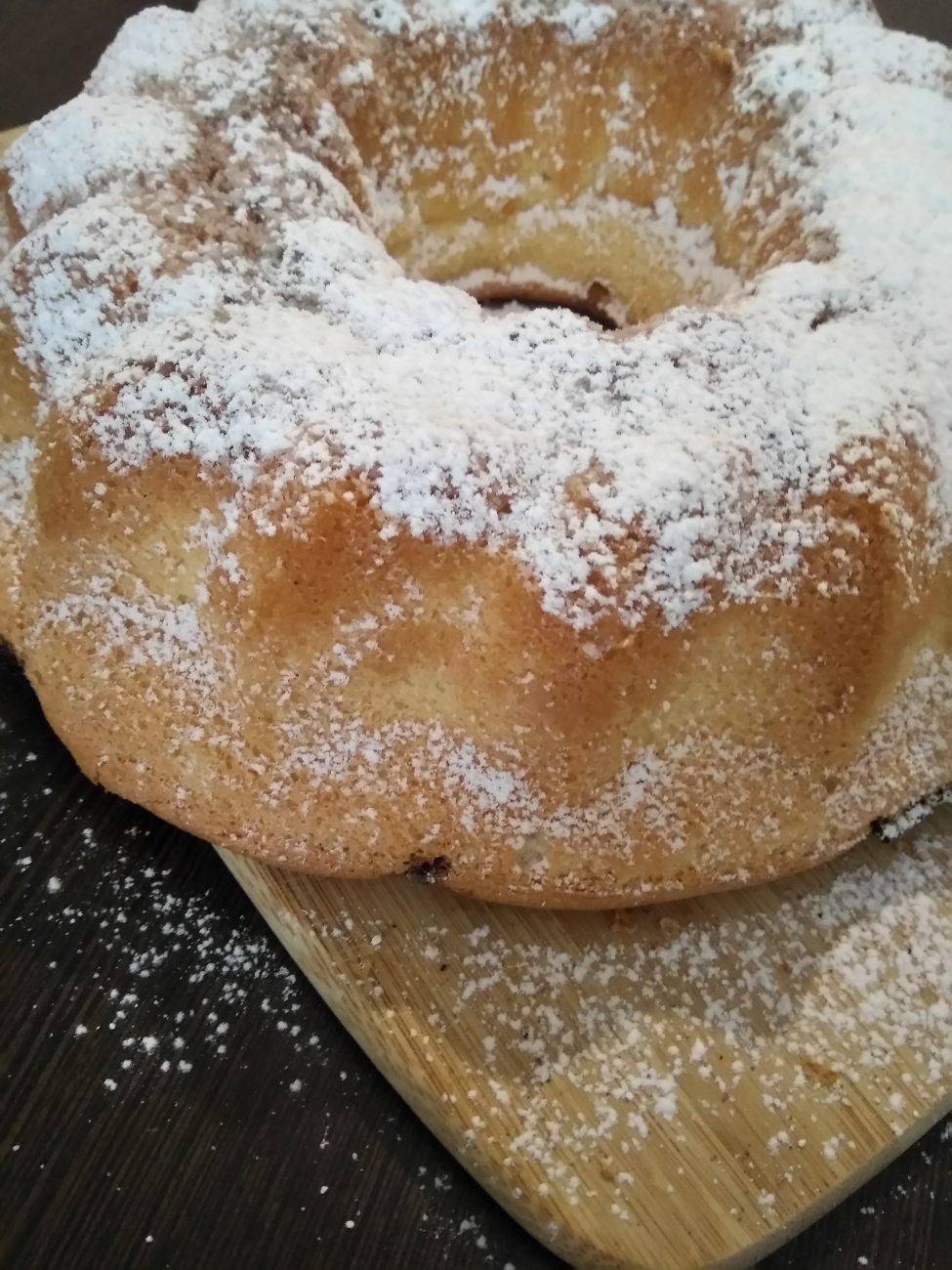Бисквитный кекс с изюмом и корицей