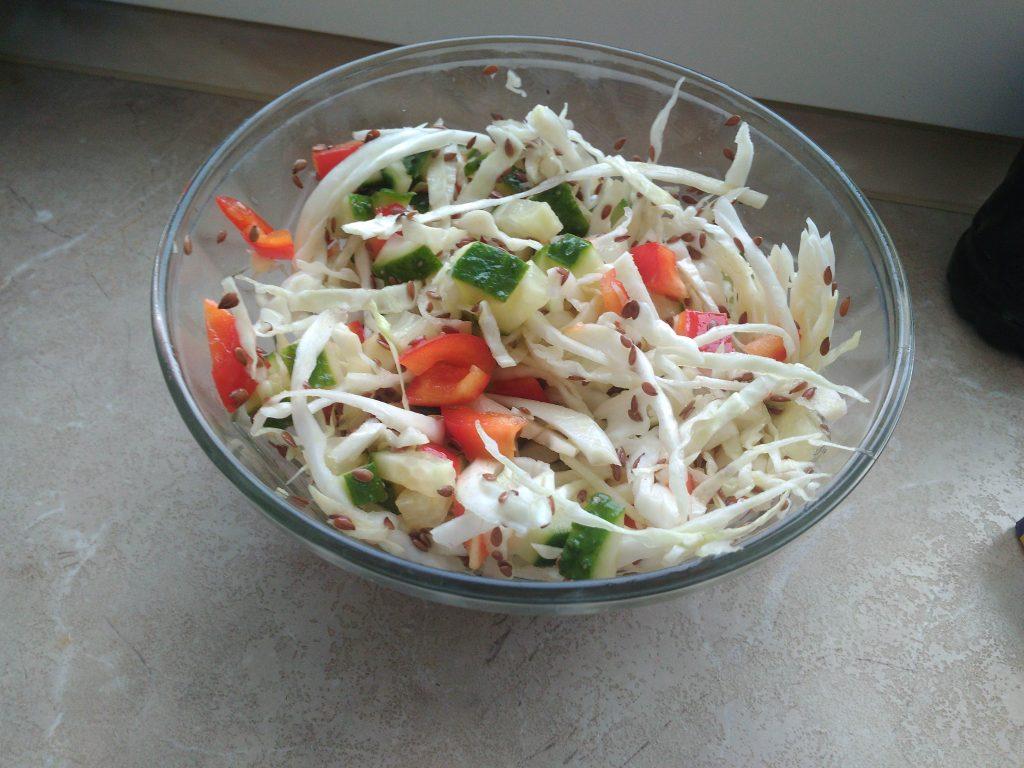 Фото рецепта - Витаминный капустный салат без соли - шаг 7
