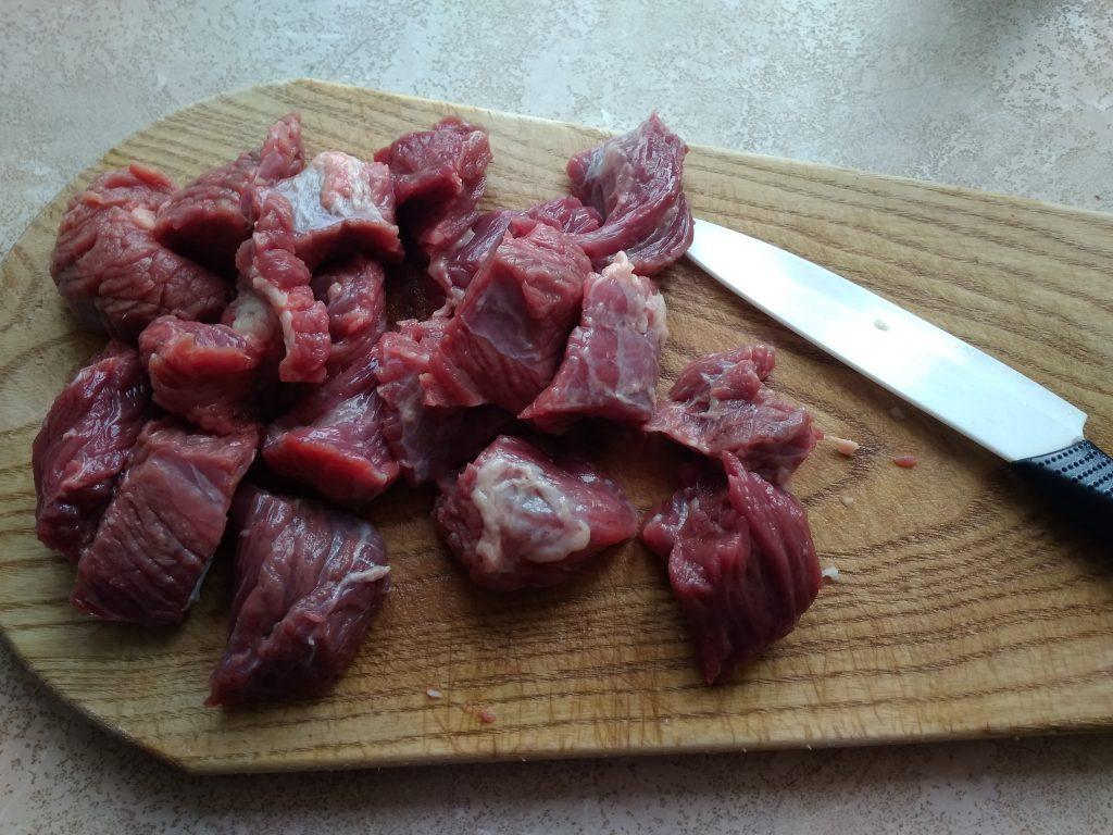 Фото рецепта - Нежная тушеная говяжья вырезка - шаг 2