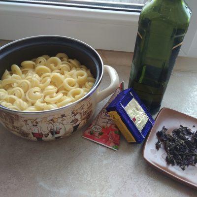 Фото рецепта - Быстрая паста под томатно-сырным соусом - шаг 7