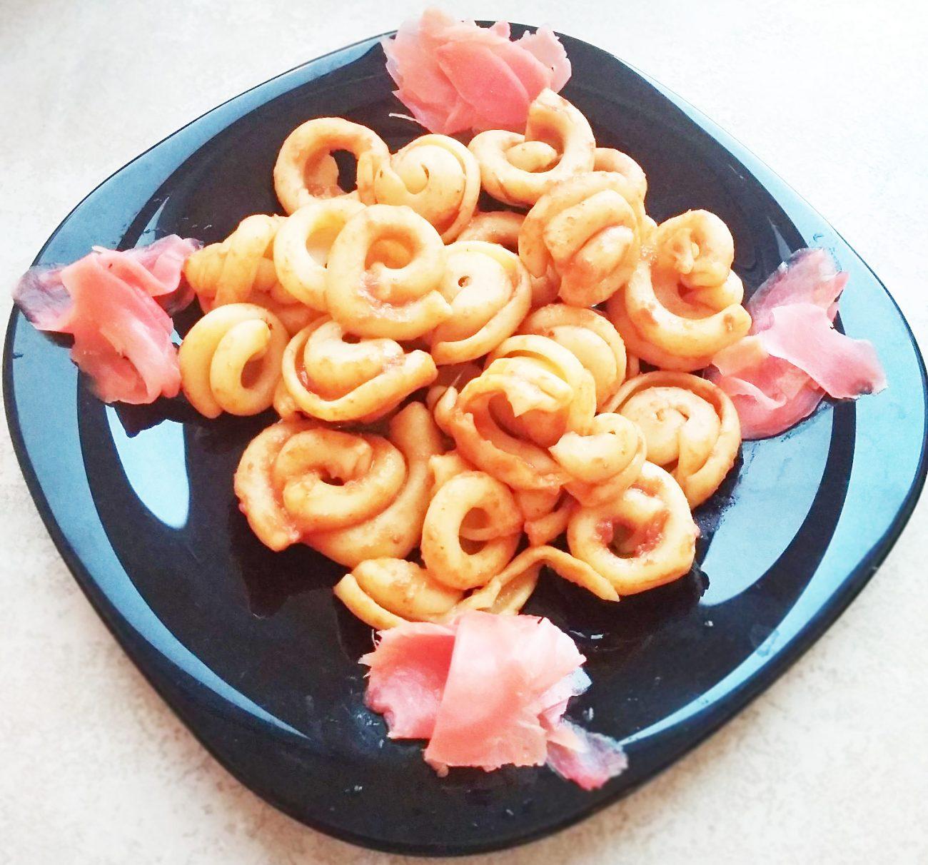 Быстрая паста под томатно-сырным соусом