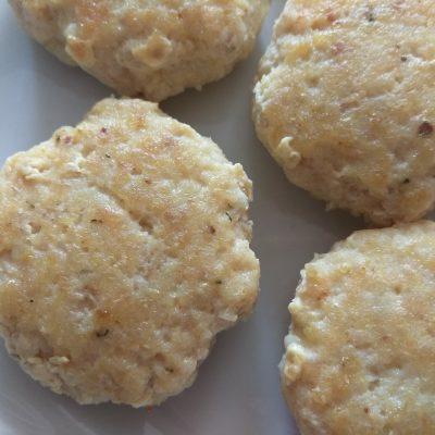 Фото рецепта - Рыбные котлеты с куркумой, чабром и кориандром - шаг 5
