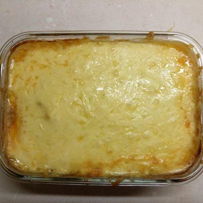 Фото рецепта - Запеканка картофельно-рыбная под сыром - шаг 5