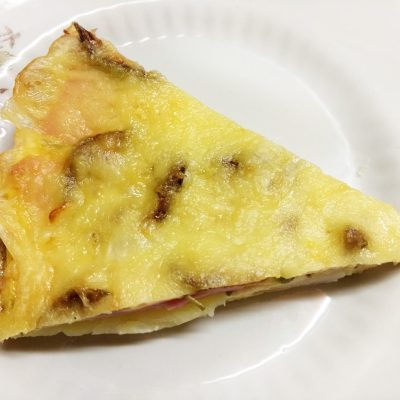 Фритата с картофелем, кабачками и колбасой под сыром - рецепт с фото
