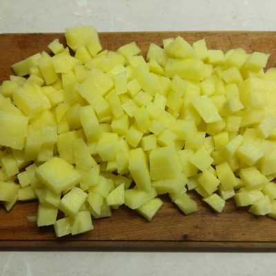 Фото рецепта - Суп с нутом, кабачками и сардельками - шаг 2