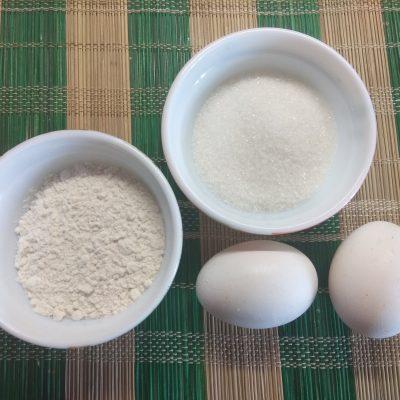 Фото рецепта - Трайфл из бисквита с вишней и творожным кремом - шаг 1