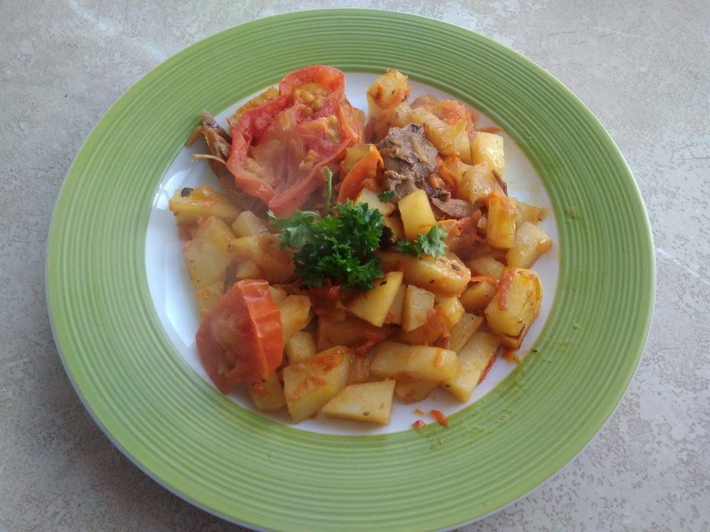 Фото рецепта - Быстрое картофельное рагу с мясом курицы на сковороде - шаг 9