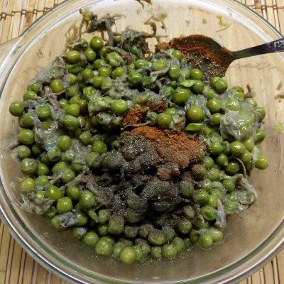Фото рецепта - Пирог Киш с зеленым горошком и свининой - шаг 5