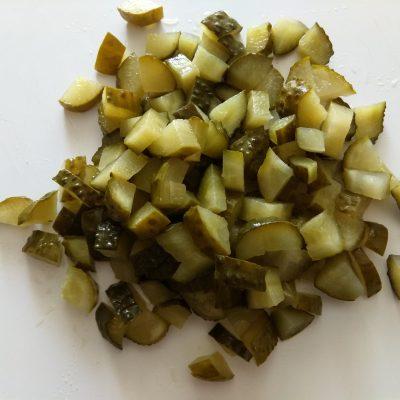 Фото рецепта - Картофельный суп с салями, солёными огурчиками и яйцом - шаг 2