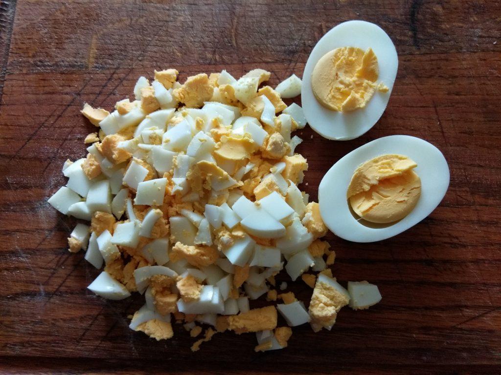 Фото рецепта - Картофельный суп с салями, солёными огурчиками и яйцом - шаг 3