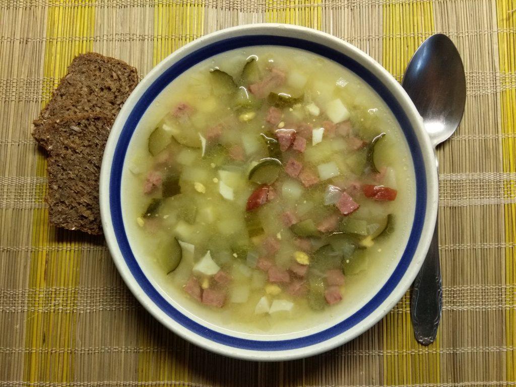 Фото рецепта - Картофельный суп с салями, солёными огурчиками и яйцом - шаг 4