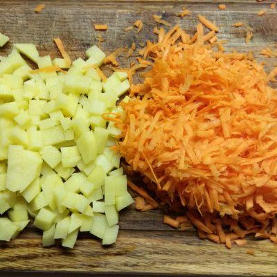 Фото рецепта - Картофельное рагу из кабачков и баклажанов с лесными грибами - шаг 2