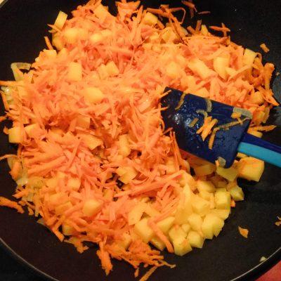 Фото рецепта - Картофельное рагу из кабачков и баклажанов с лесными грибами - шаг 3